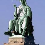Statue-de-la-Liberte-Assise